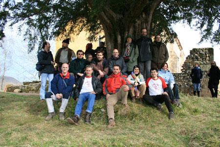 Teja de Abamia acompañada por los Amigos del Texu