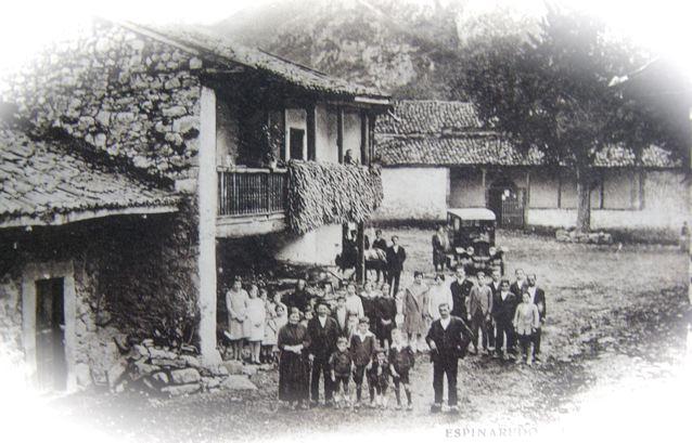 postal plaza Espinaredo con la teja al fondo